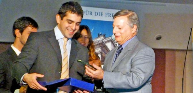 """Juan José Aranguren recibió el Premio """"Alberdi, a la valiente defensa de la Libertad"""""""