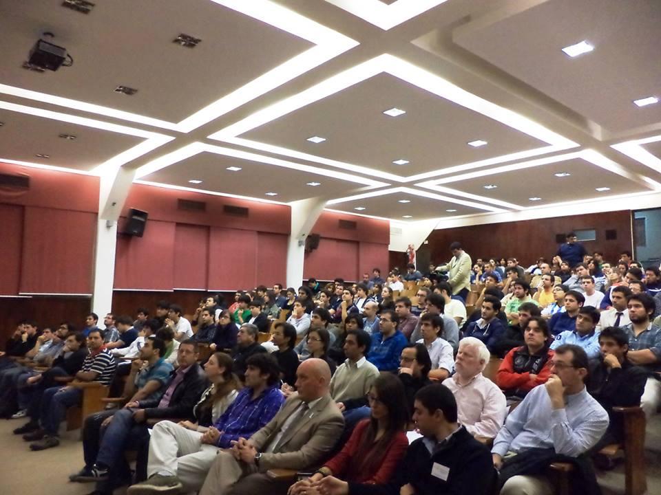 Salón auditorio de la Universidad Tecnológica Nacional. Evento organizado por Federalismo y Libertad