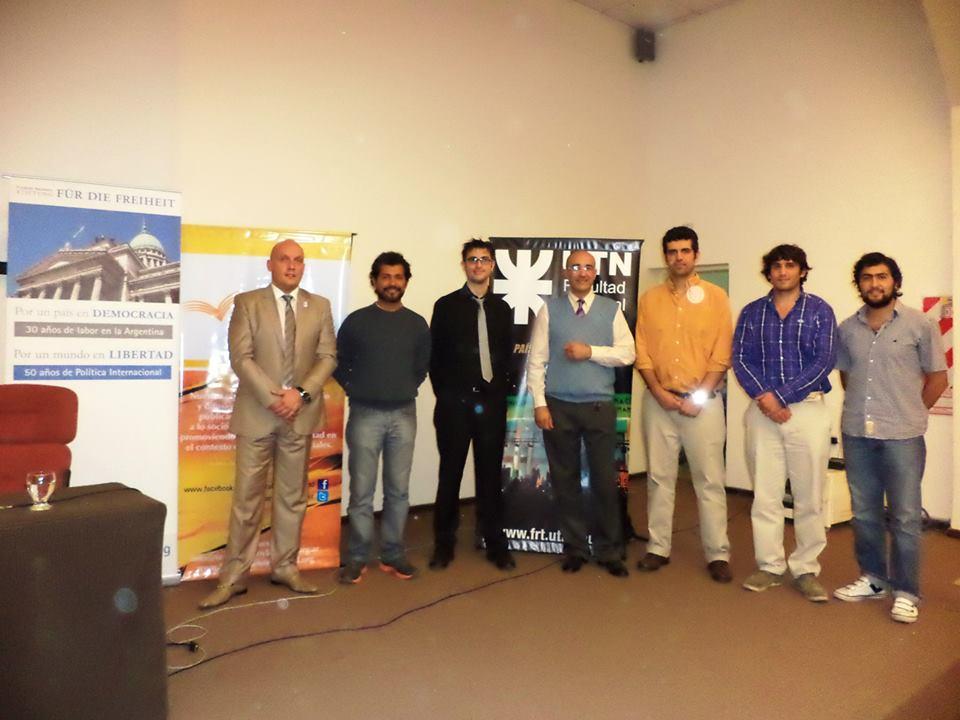 Integrantes de la fundación Federalismo y Libertad en la Conferencia Bitcoin