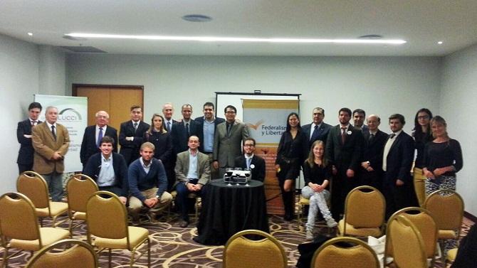 Staff de Federalismo y LIbertad y empresarios, junto a los representantes de India y Taiwan