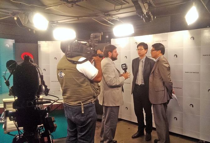 Entrevista a los Ministros  Wai Ding y Enrique Huang