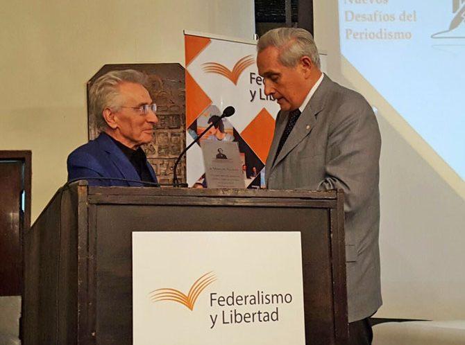 """Marcos Aguinis recibió el """"Premio Alberdi, a la valiente defensa de la libertad"""""""
