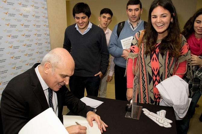 José Luis Espert presentó en Tucumán su libro La Argentina Devorada - Fundación Federalismo y Libertad