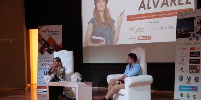 Gloria Álvarez disertó en Santiago del Estero