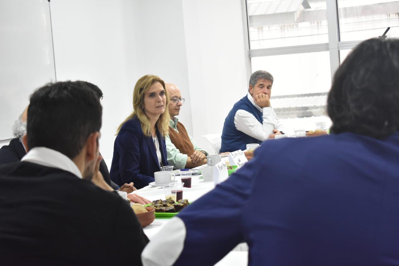 Silvia Elías de Pérez habló sobre su candidatura a gobernadora en un encuentro en nuestra sede