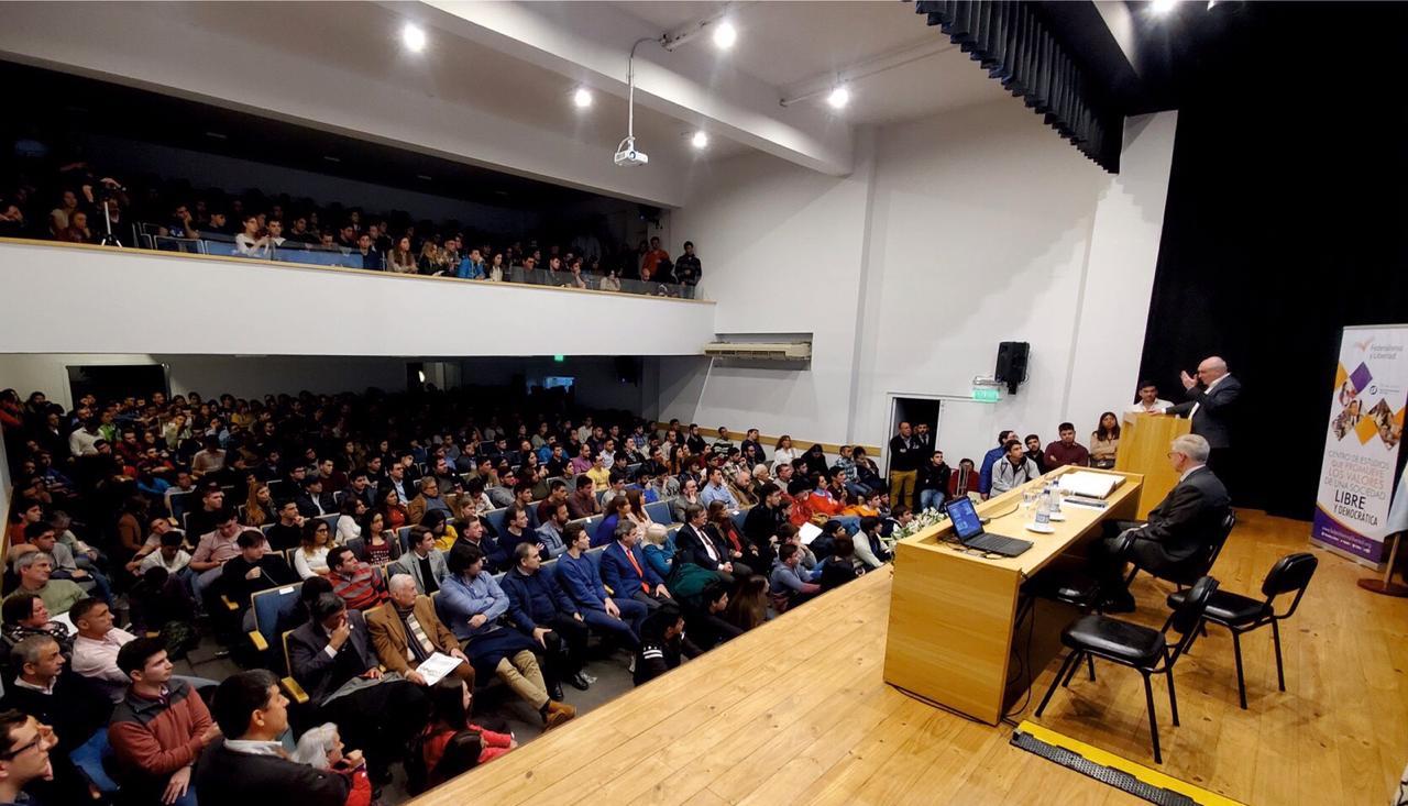 José Luis Espert presentó su más reciente libro en Tucumán