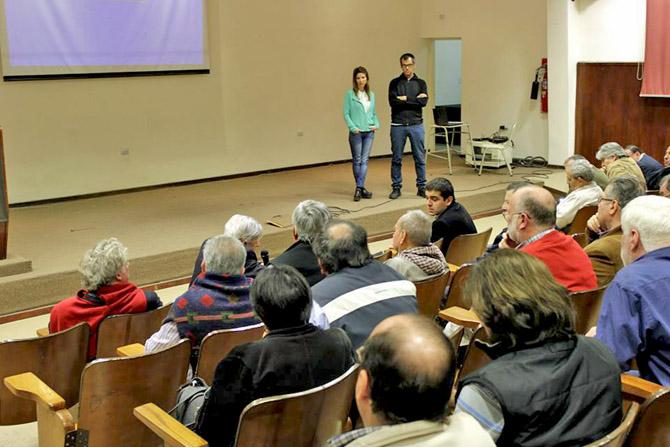 Pablo Racioppi y Carolina Azzi contestando preguntas del publico