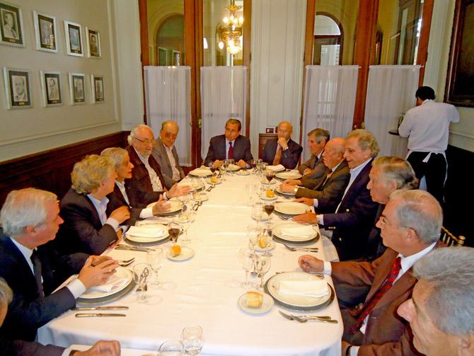 Participantes del almuerzo de trabajo en el Jockey Club de Tucumán