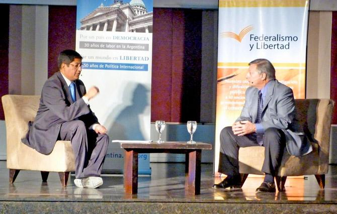 Dialogo entre el periodista Marcelo Aguaysol y Juan José Aranguren