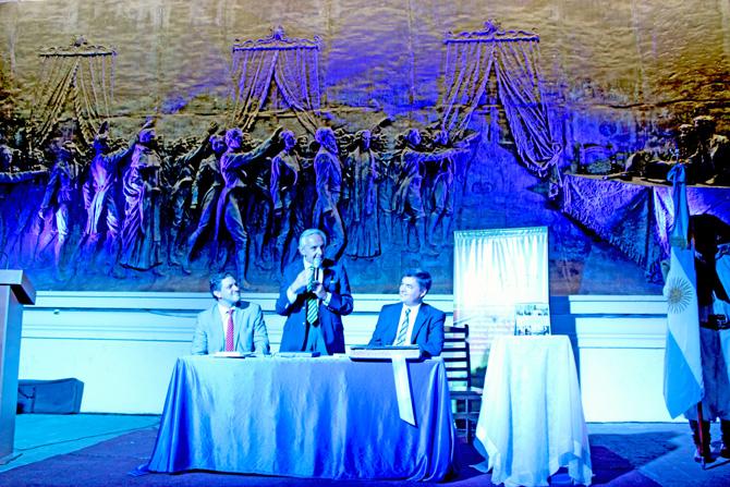 Rosendo Fraga en la casa histórica de Tucumán