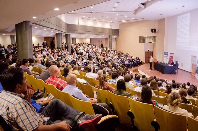 Más de 500 de personas en el Aula Magna de la Facultad de Derecho de la UNT