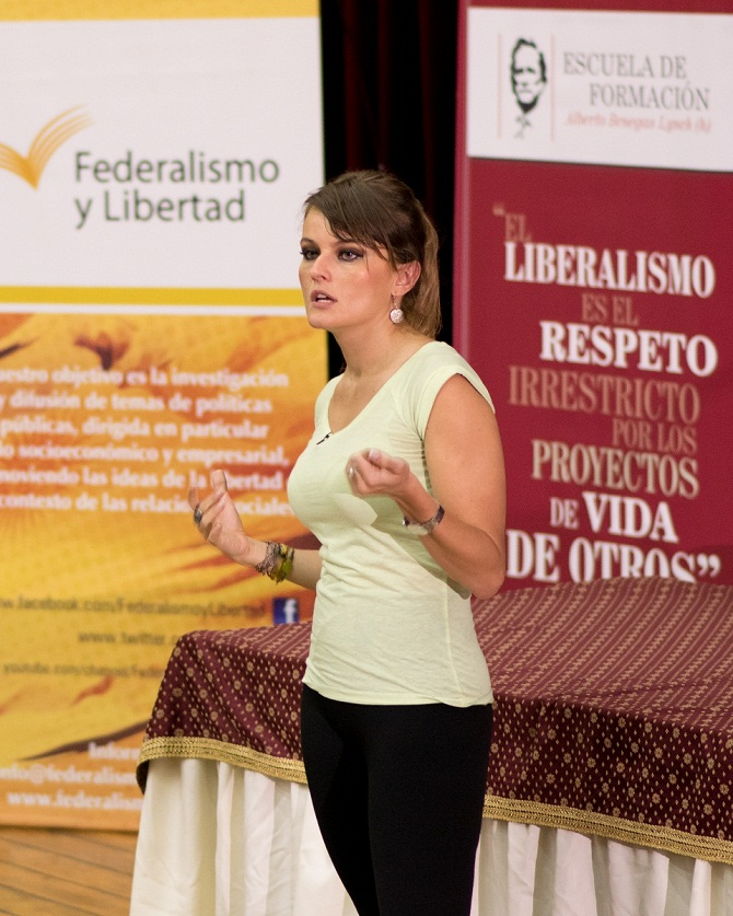 Gloria Alvarez en la Facultad de Ciencias Economicas de la UNT