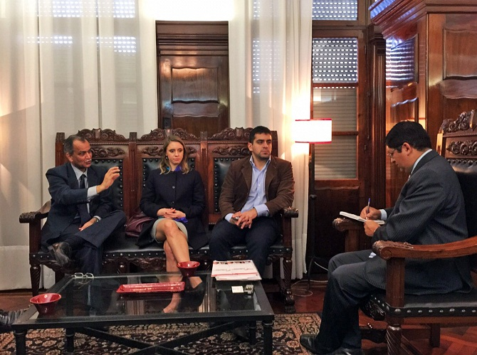 Visita de Amarendra Khatua, Embajador de la India, y José Guillermo Godoy, presidente de Federalismo y Libertad, al diario LA GACETA