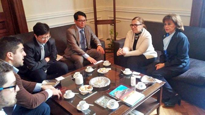 Reunión de Enrique Huang y Wei Ding con Adela Segui (Decana de a Facultad de Derecho de la UNT), y Marta Tejerizo (Vicedecana)