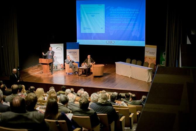 Primer Panel. La Agenda económicas y sombras