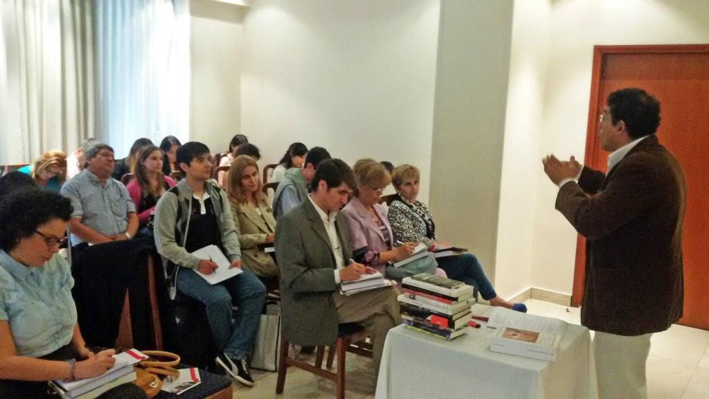 Fabián Soberón junto a los alumnos que participaron del Curso Avanzado de Redacción Periodística