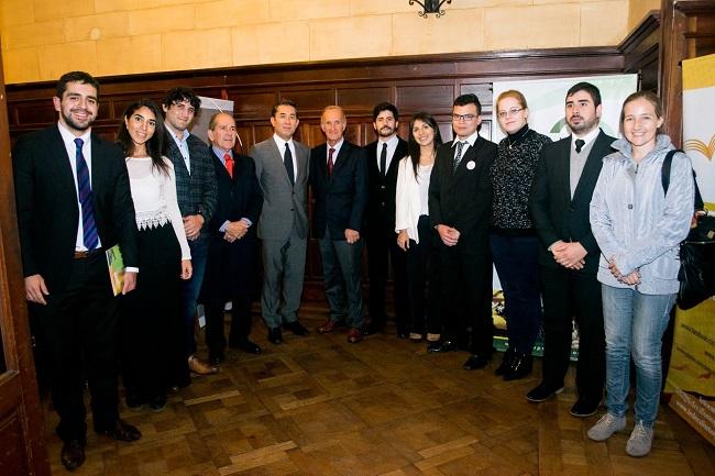 El staff de Federalismo y Libertad junto al embajador de Japón