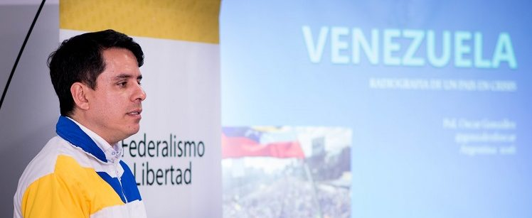 El venezolano Oscar González Florez dictó una conferencia en Tucumán