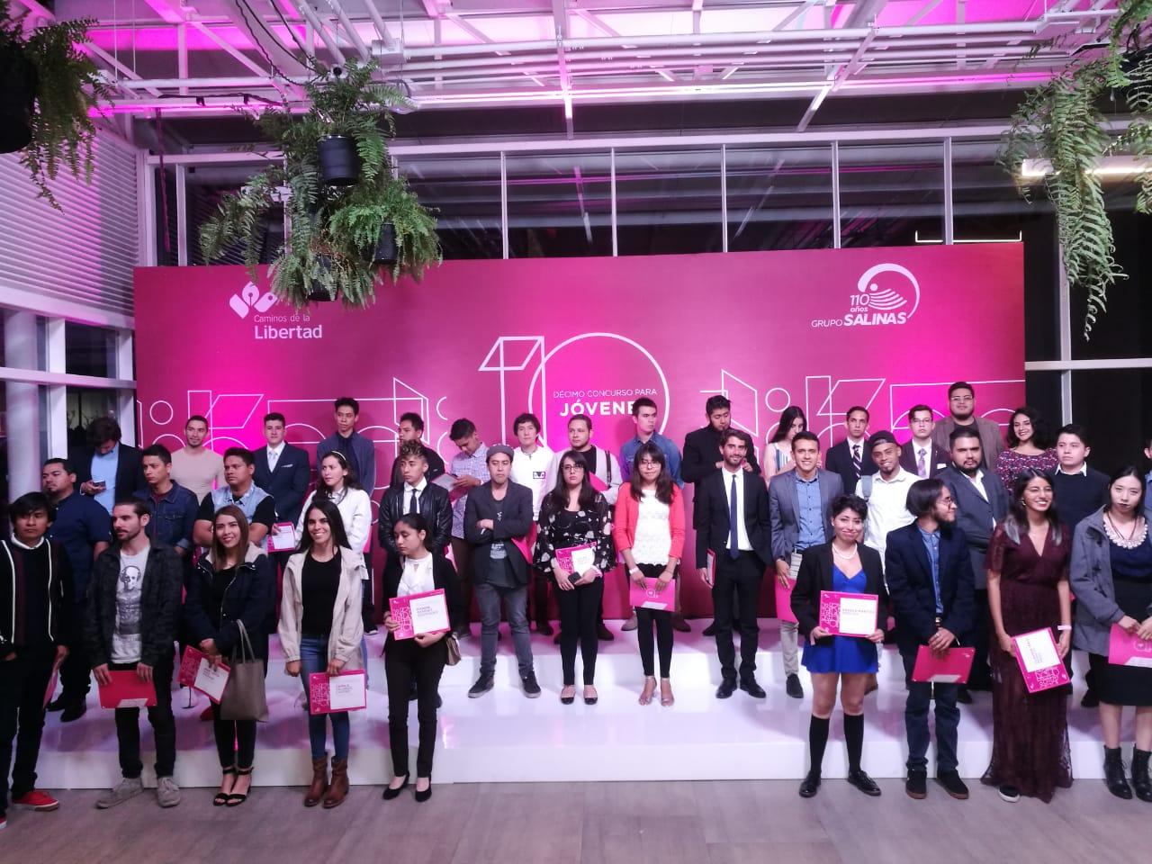 Staff de Federalismo y Libertad ganadores del 10° concurso para jóvenes de Caminos de la libertad