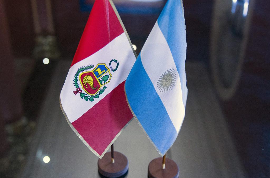 Videoconferencia completa: reviví el análisis comparado Perú – Argentina frente al Covid-19