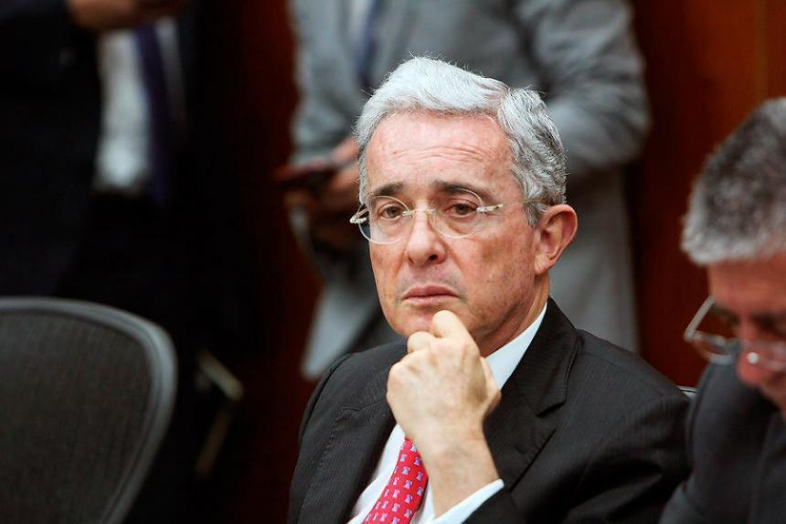 Uribe pretendería embarrarle la cancha a la Corte