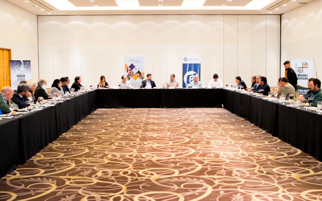 Oficialistas y opositores en un encuentro para pensar el futuro de Tucumán